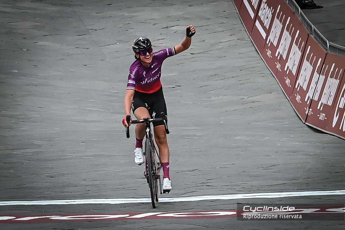 Chantal van Den Broek-Blaak trionfatrice della prova femminile.